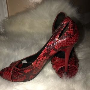 MICHAEL ANTONIO CROCK RED&BLACK PUMPS